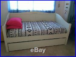 Pottery Barn Kids White Day and Trundle Bed Pre-Owned
